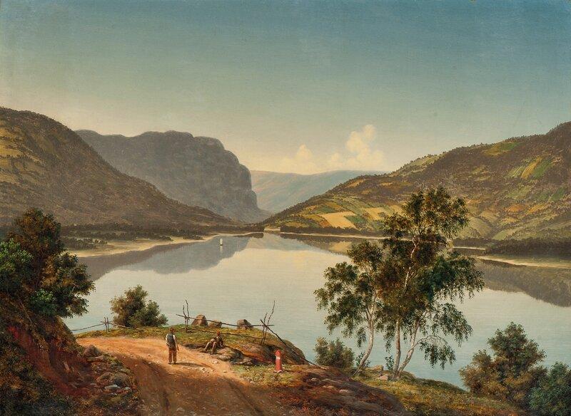 Stille sommerdag ved en innsjø