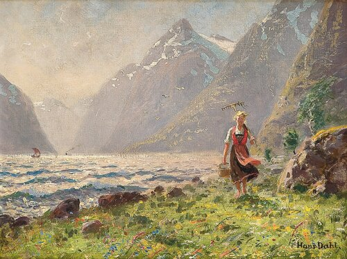 Ung kvinne i fjordlandskap