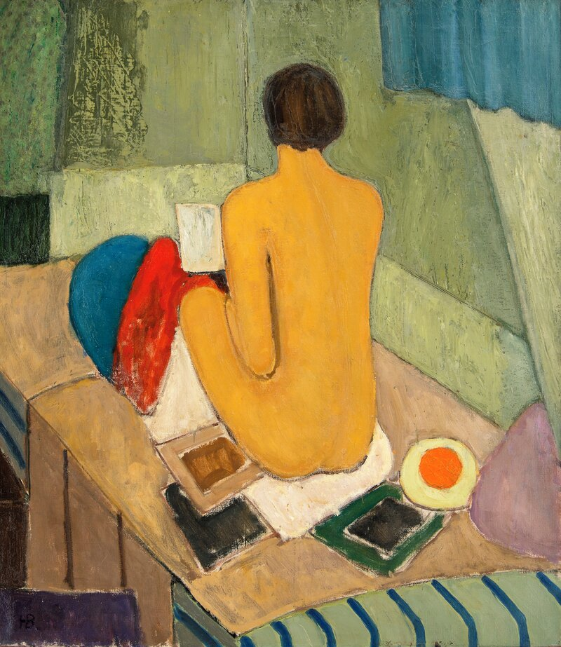 Sittende kvinneakt i interiør