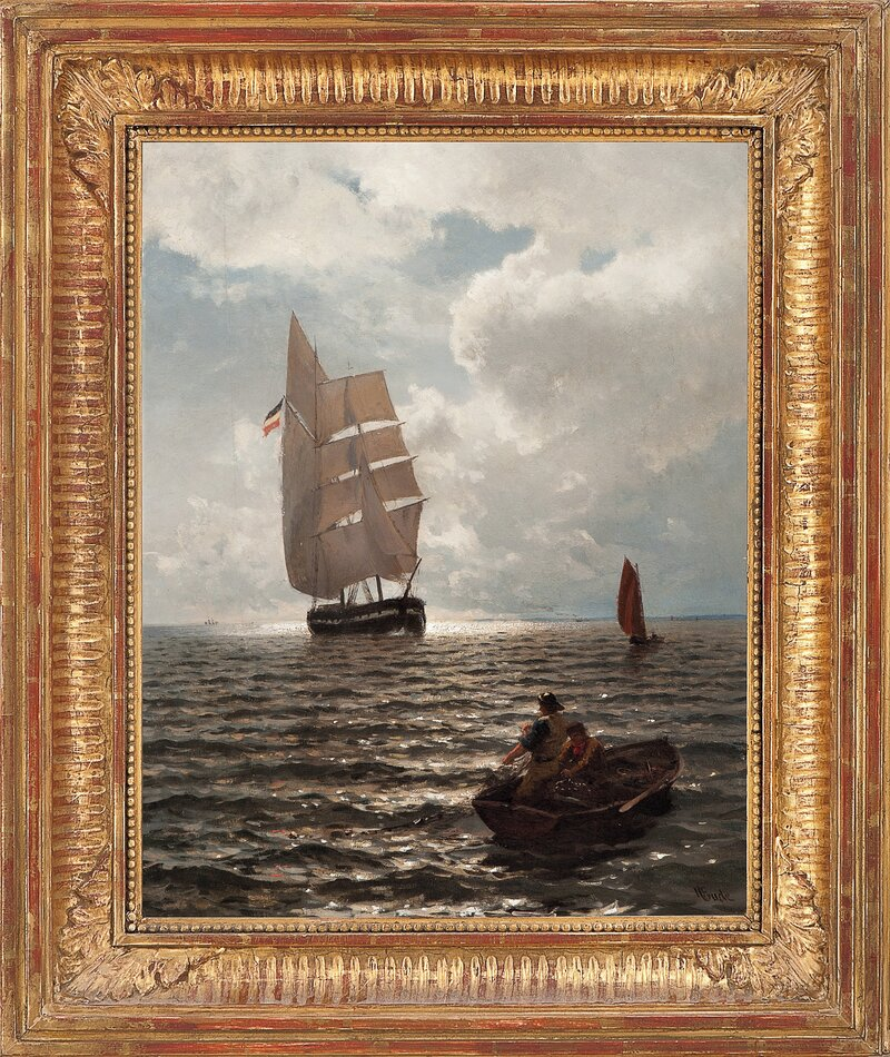 Båter i rom sjø med fiskere som trekker garn