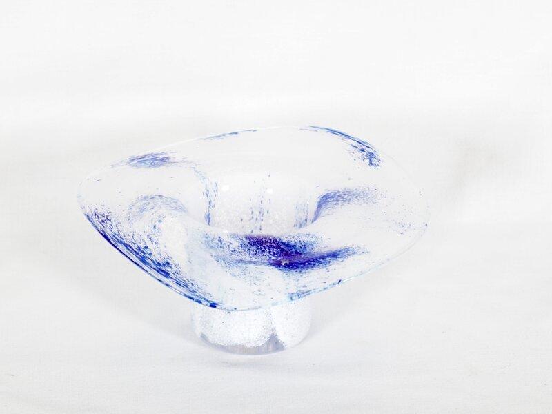 Vase med utkraget munningsrand