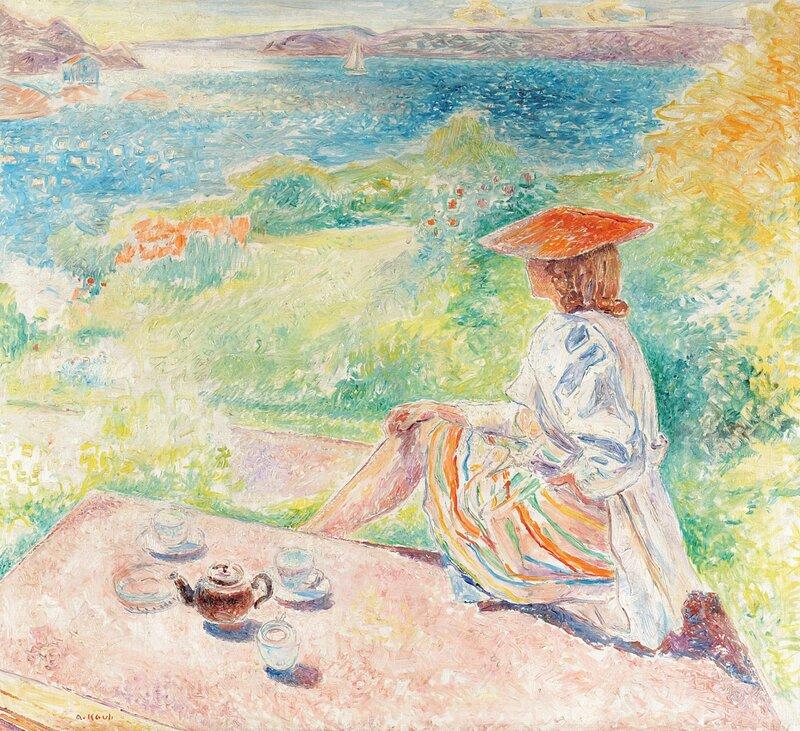 Kvinne med kaffekanne og to kopper på hagetrapp