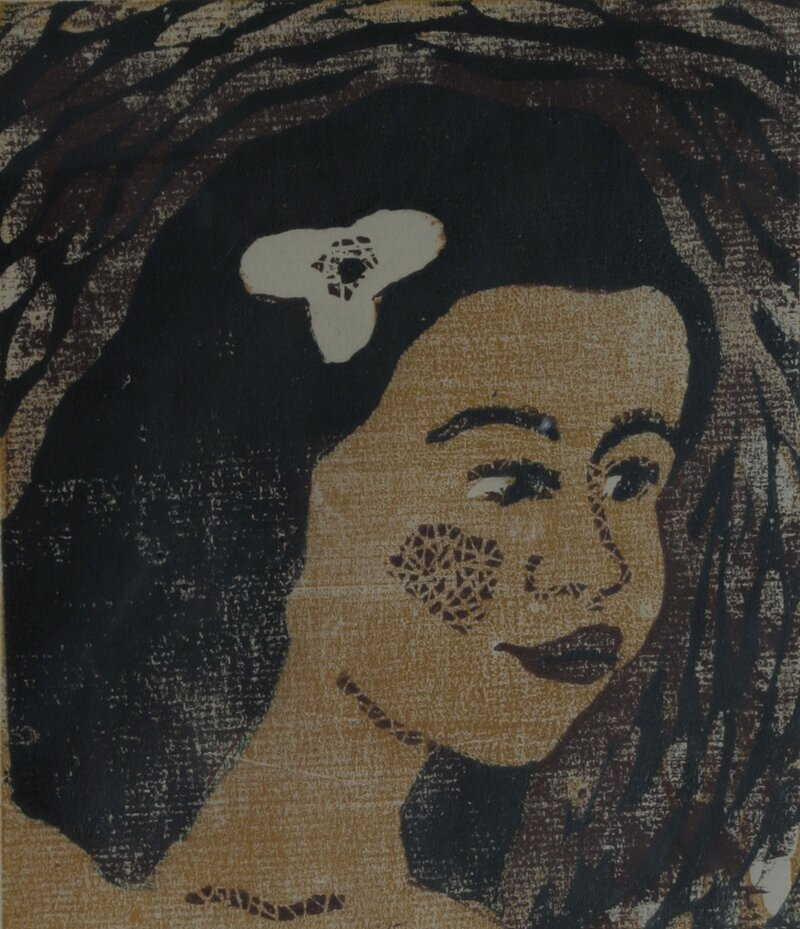 Pike med hvit blomst i håret 1945